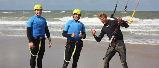 kitesurfles met twee personen