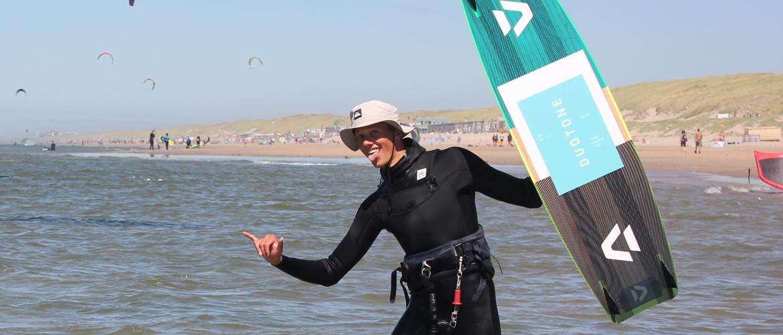 Het plezier van het kitesurfen