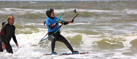 leer kitesurfen met het complete kitesurfles pakket bij de nummer 1 kitesurfschool aan de nederlande kust