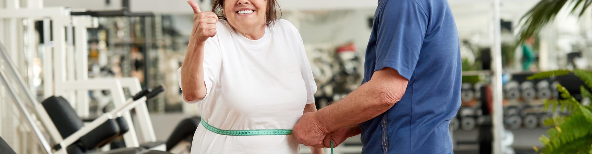 Man en vrouw gewichtsverlies meten