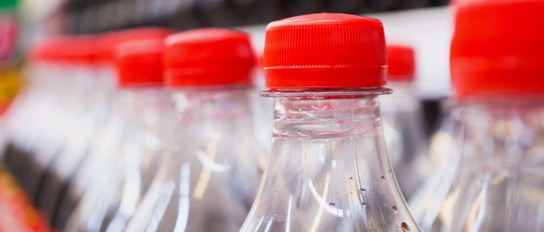 Welke bedrijven en landen zijn de grootste plastic vervuilers?