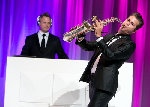 Huwelijksfeest met dj en saxofonist
