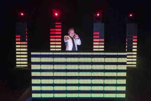 DJ voor bruiloft met dj van Ambitious inhuren met apparatuur de keuze is reuze