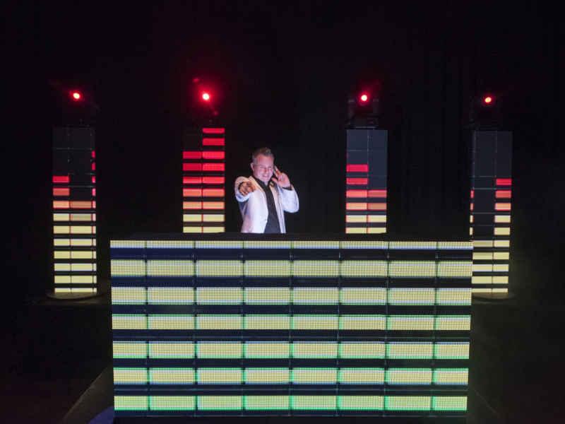 DJ in Bodegraven boeken in het Evertshuis themafeest dj met videoclips van Ambitious inhuren