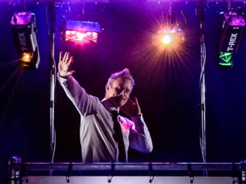 Persoonlijke Banner DJ-Show huren van Ambitious die matcht een allround dj