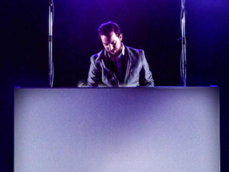 Betaalbare dj show inhuren met eenvoudig dj-meubel