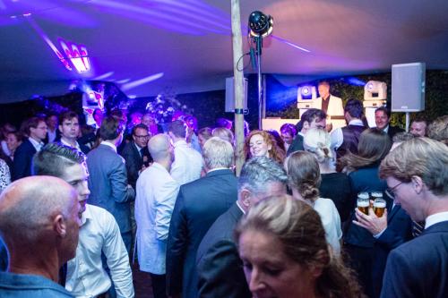 DJ voor bruiloft jubileum met dj van Ambitious inhuren met apparatuur de keuze is reuze