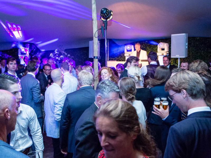 DJ voor exclusieve jubileum bruiloft huren Ambitious dj inhuren zoals hier tijdens exclusief huwelijksfeest in Gouda