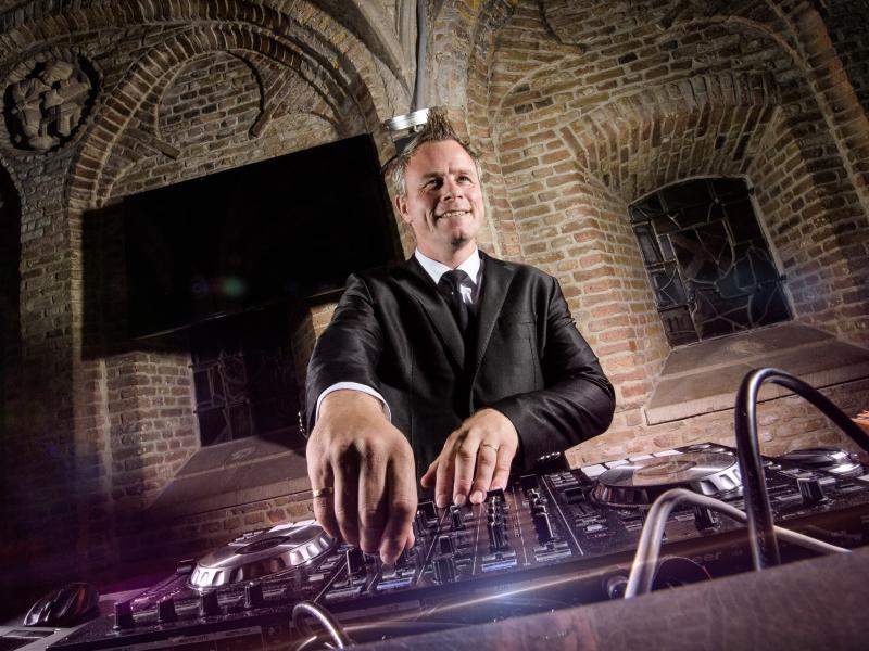 Bruiloft DJ Johan Post inhuren