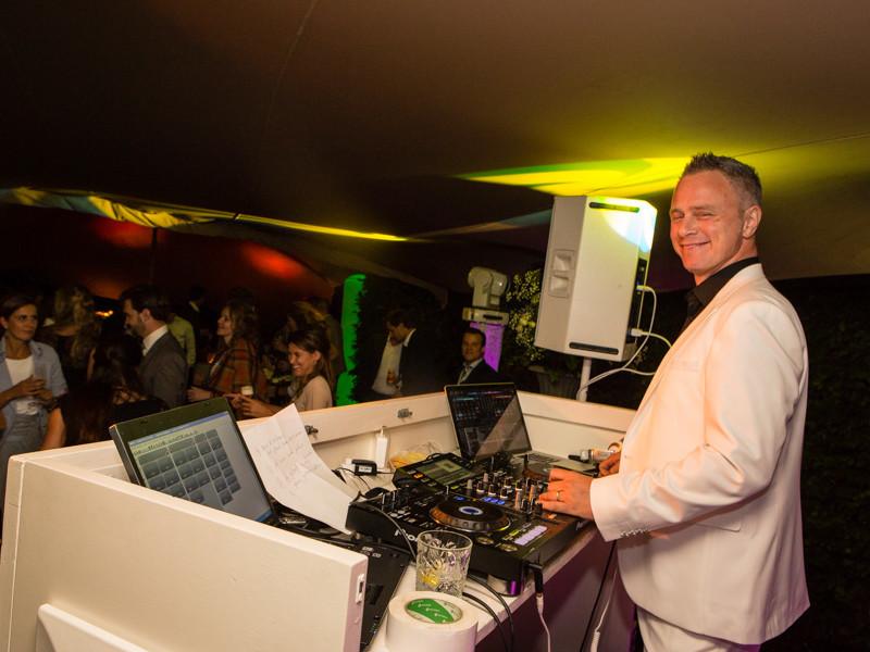 DJ voor bruiloft jubileum boeken Ambitious DJ Johan Post huren