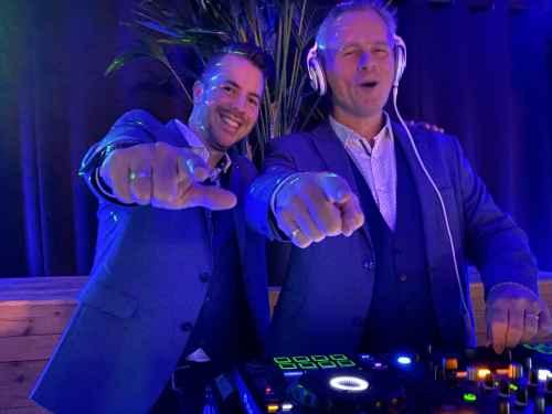 DJ huren in Alphen aan den Rijn Bistrobar Bij Hen feestzaal boven feest met Sax Up The DJ te boeken bij Ambitious
