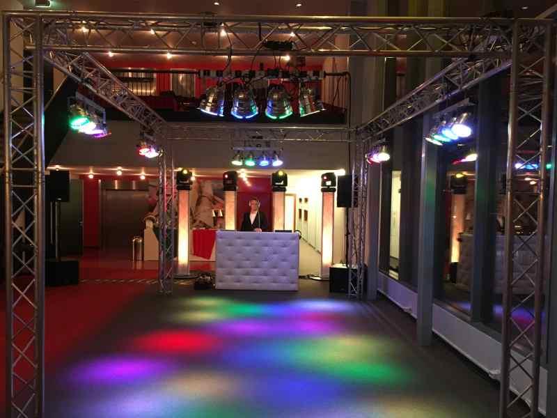 DJ in Alphen ad Rijn boeken voor bedrijfsfeest met Mega DJ-Show van Ambitious