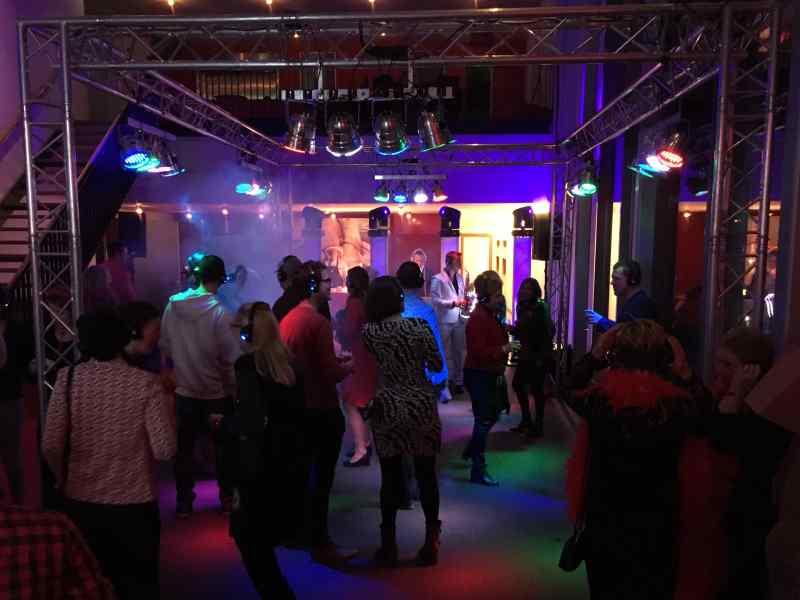 DJ in Alphen ad Rijn zoeken voor personeelsfeest met Sax Up The DJ en Mega DJ-Show van Ambitious