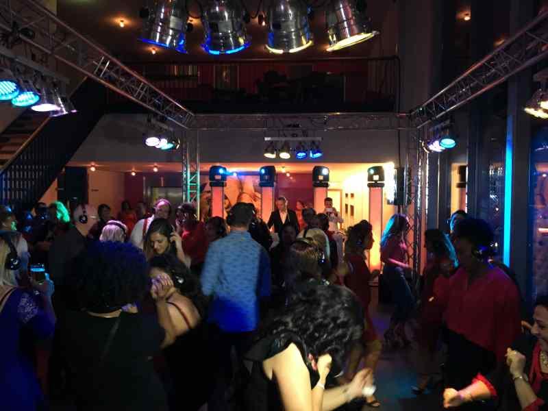 DJ in Alphen ad Rijn inhuren voor personeelsfeest met Mega DJ-Show van Ambitious