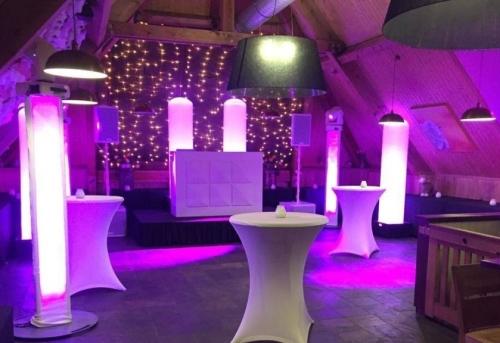 DJ in Alphen aan den Rijn boeken in De Schaapskooi feestzaal boven bedrijfsfeest met exclusieve dj-show van Ambitious