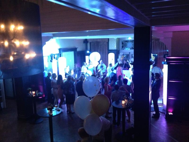 DJ inhuren in Baarn feest met DJ-Show Ambitious in Kasteel De Hooge Vuursche