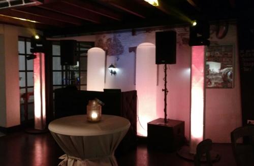 DJ in Bodegraven Brouwcafé De Molen boeken voor intiem feest dj van Ambitious