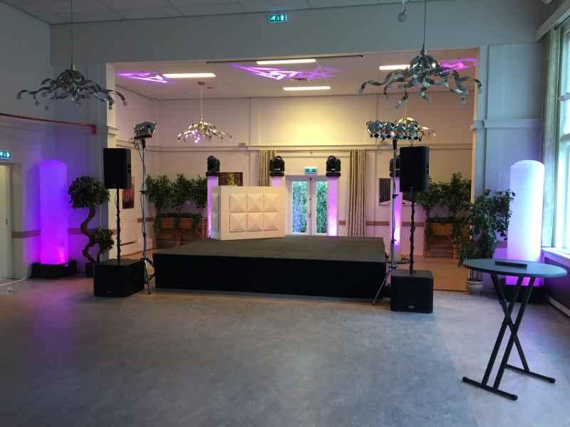 Zwart podium huren voor evenement in Bodegraven