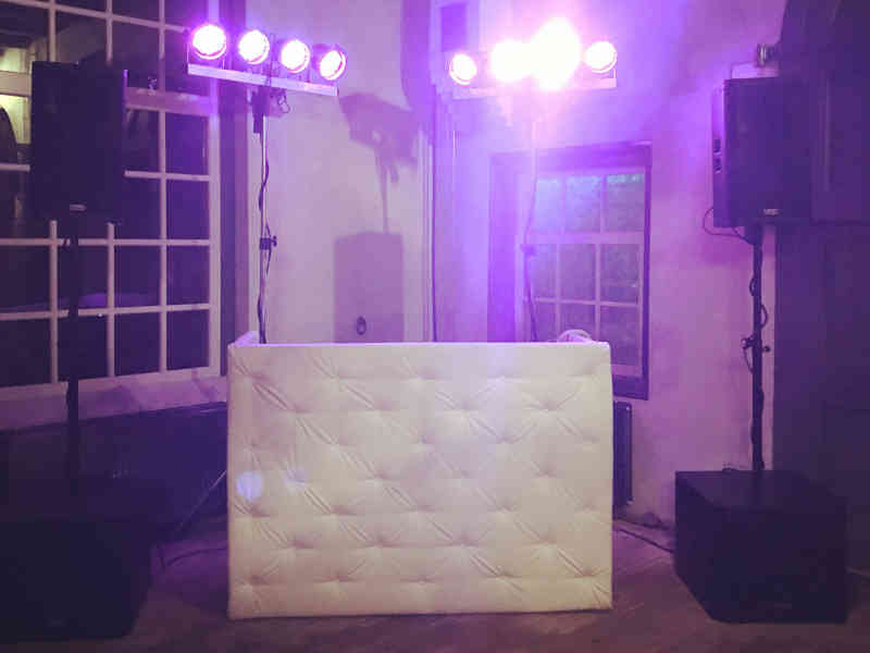 DJ in Bodegraven huren in Fort Wierickerschans Kuiphuis verjaardagsfeest met Ambitious Chesterfield Basic DJ-Show boeken