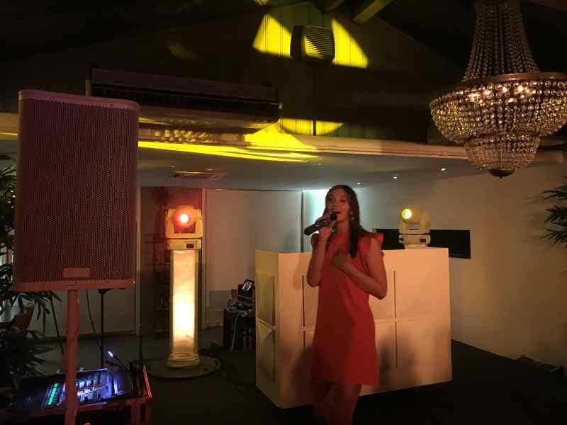 DJ in Delft huren in De Brasserij Serre 50e verjaardag met dj-show van Ambitious en optreden van Maan