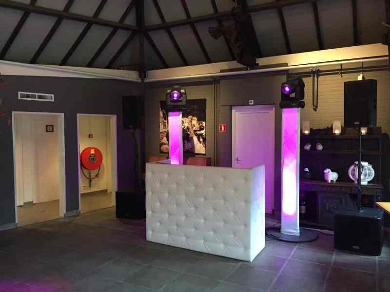 DJ in Delft boeken in De Schaapskooi Zaal 1 exclusieve bruiloft met Black and White DJ-show van Ambitious