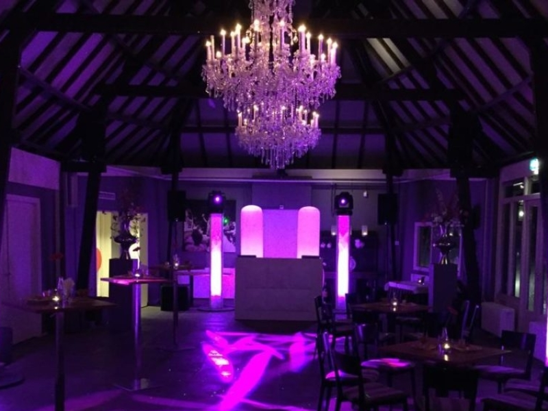 DJ in Delft huren voor in De Schaapskooi zaal 1 bruiloft met Ambitious DJ-Show