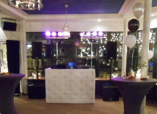DJ in Delft boeken in Het Rieten Dak bruiloft met Ambitious DJ-Show