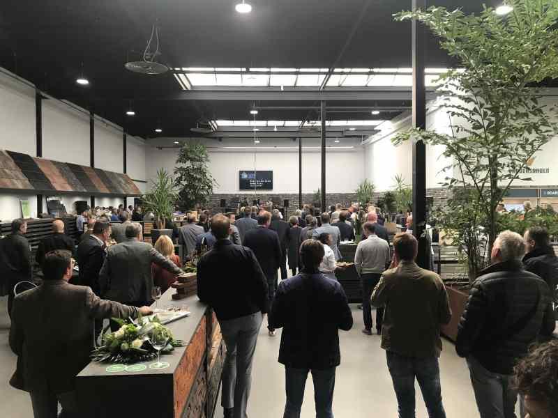 DJ in Delft opening nieuw bedrijfspand showroom GDS Keramiek met Sax Up The DJ inhuren bij Ambitious