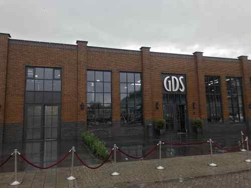 DJ in Delft huren voor opening nieuw bedrijfspand GDS Keramiek met optreden van Sax Up The DJ van Ambitious