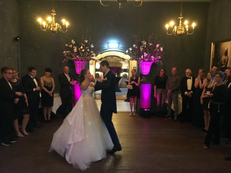 DJ huren in Echteld Kasteel Wijenburg voor bruiloft met exclusieve show van Ambitious