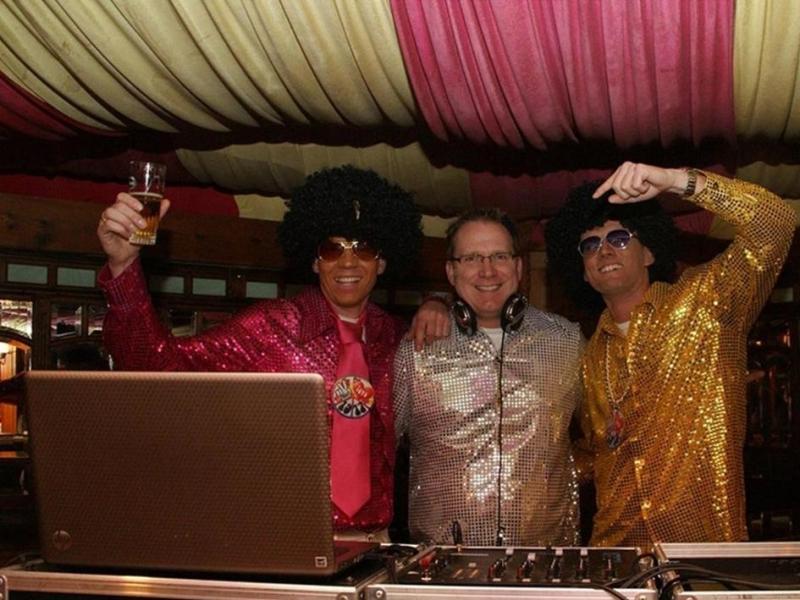 Feest dj in Gouda huren Spiegeltent Ambitious DJ Klaas inhuren of boeken voor themafeest