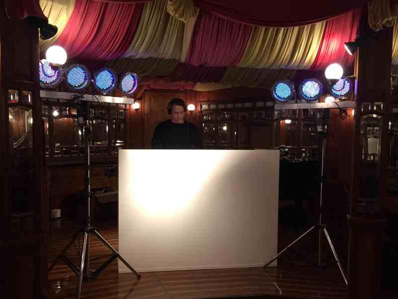 DJ in Gouda inhuren in De Spiegeltent met Basic DJ-Show van Ambitious
