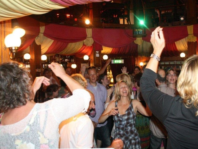 DJ in Gouda Spiegeltent Feest met dj van Ambitious