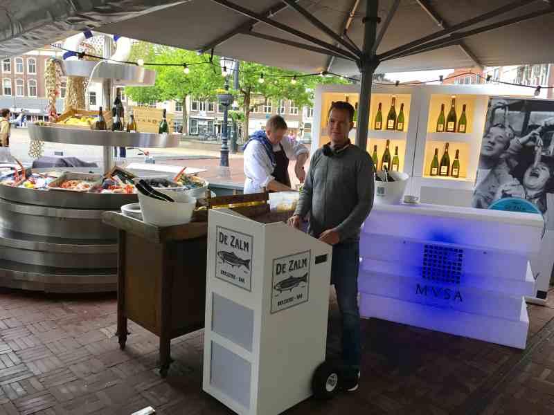 DJ in Gouda huren voor in Brasserie Bar De Zalm Ambitious dj boeken of inhuren op terras openbaar evenement Seafood Festival met mobiele dj van Ambitious
