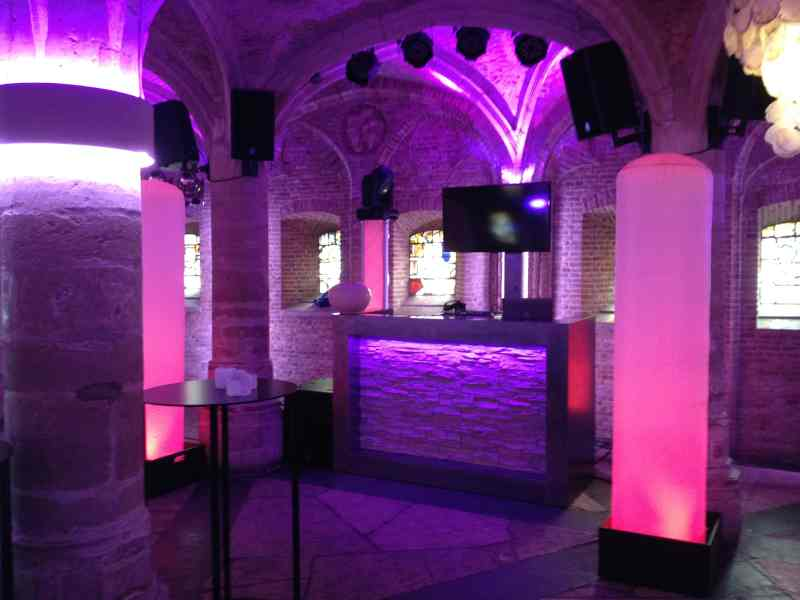 DJ in Gouda huren Het Oude Stadhuis Burgerhal in Gouda Ambitious DJ-show inhuren of boeken voor extra verlichting voor bruiloft, verjaardag of bedrijfsfeest