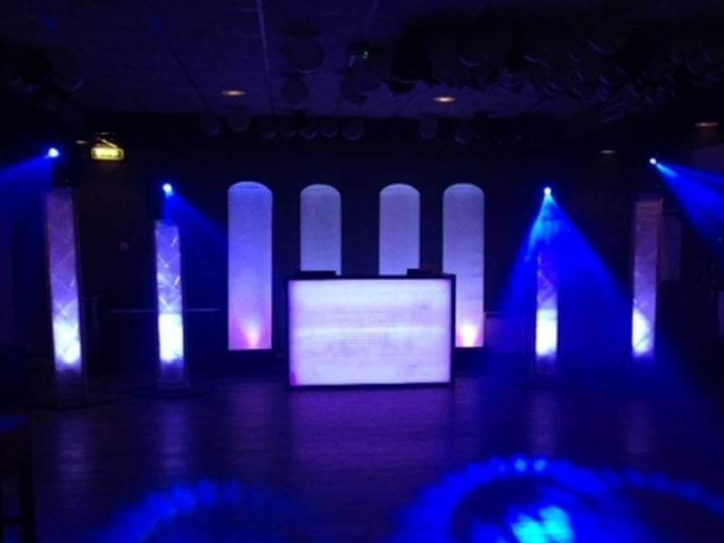 DJ in Gouda inhuren voor feest in Le Patapouf Exclusieve DJ-Show van Ambitious
