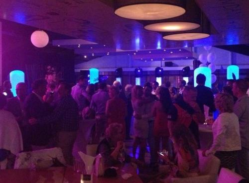 DJ huren in Hoek van Holland Strandclub Zwoel voor bruiloft, verjaardag of bedrijfsfeest