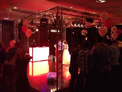 DJ huren Houten bij Van der Valk voor bruiloft, verjaardag of bedrijfsfeest
