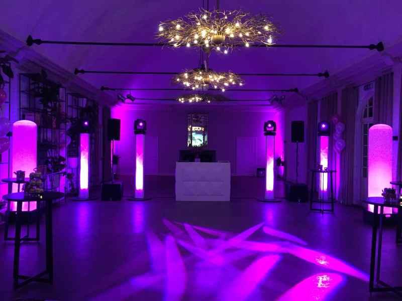 DJ huren in Baarn Kasteel De Hooge Vuursche voor bruiloft met exclusieve show van Ambitious