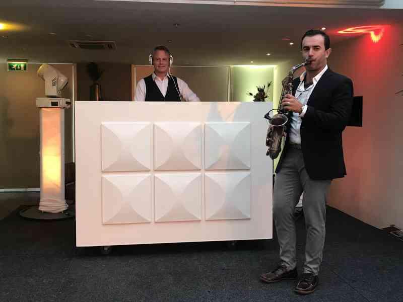 Saxofonist Rafaël huren als dj met saxofonist