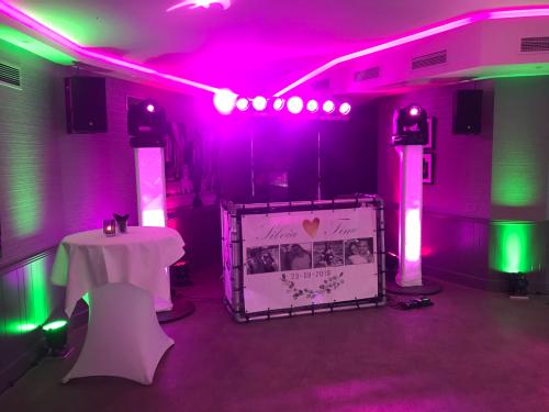 DJ in Kasteel Montfoort huren voor bruiloft, verjaardag of bedrijfsfeest