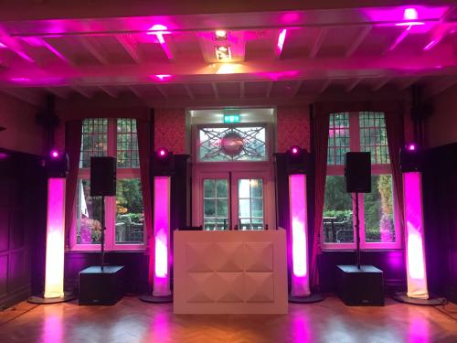 DJ huren in Kasteel van Rhoon voor bruiloft, verjaardag of bedrijfsfeest