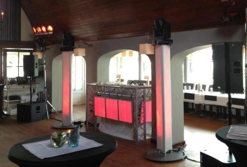 DJ huren in Katwijk Restaurant De Zwaan voor bruiloft, verjaardag of bedrijfsfeest