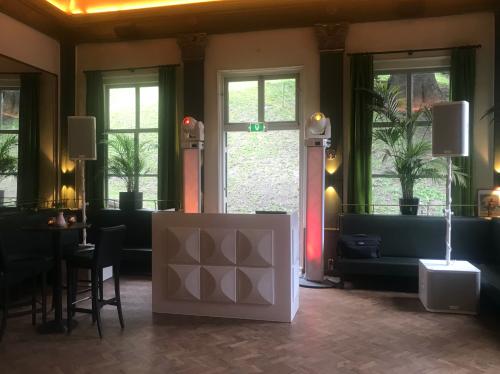 DJ huren in Leiden Sociëteit De Burcht voor bruiloft, verjaardag of bedrijfsfeest
