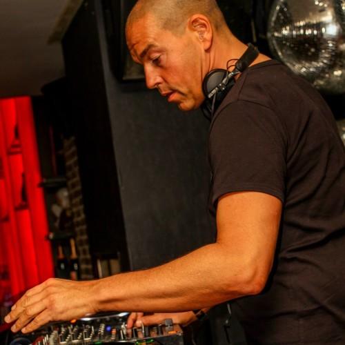 Allround DJ Leon boeken voor themafeest