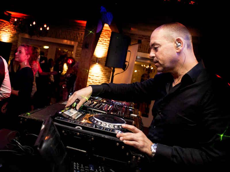 Club DJ Leon boeken voor club avond