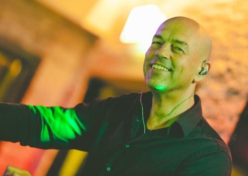 Allround DJ Leon voor feest zoeken is demo avond van Ambitious bezoeken