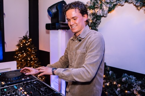 DJ Marten is te boeken voor vele typen feesten op de voorgrond of achtergrond