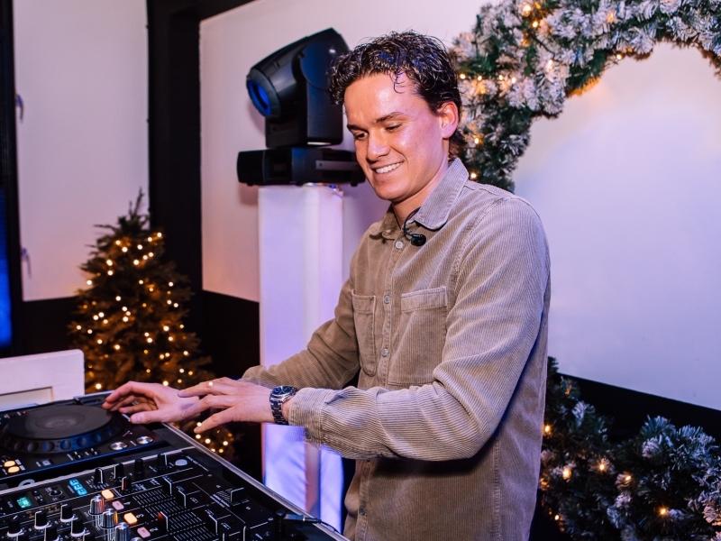 Allround DJ Marten inhuren voor kerst- of nieuwjaarsborrel