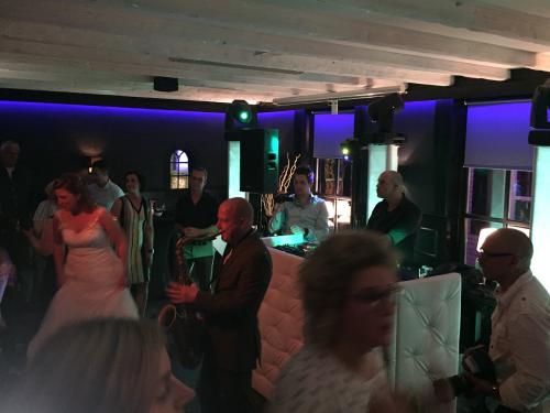DJ huren in Meteren De 3 Zussen voor bruiloft, verjaardag of bedrijfsfeest